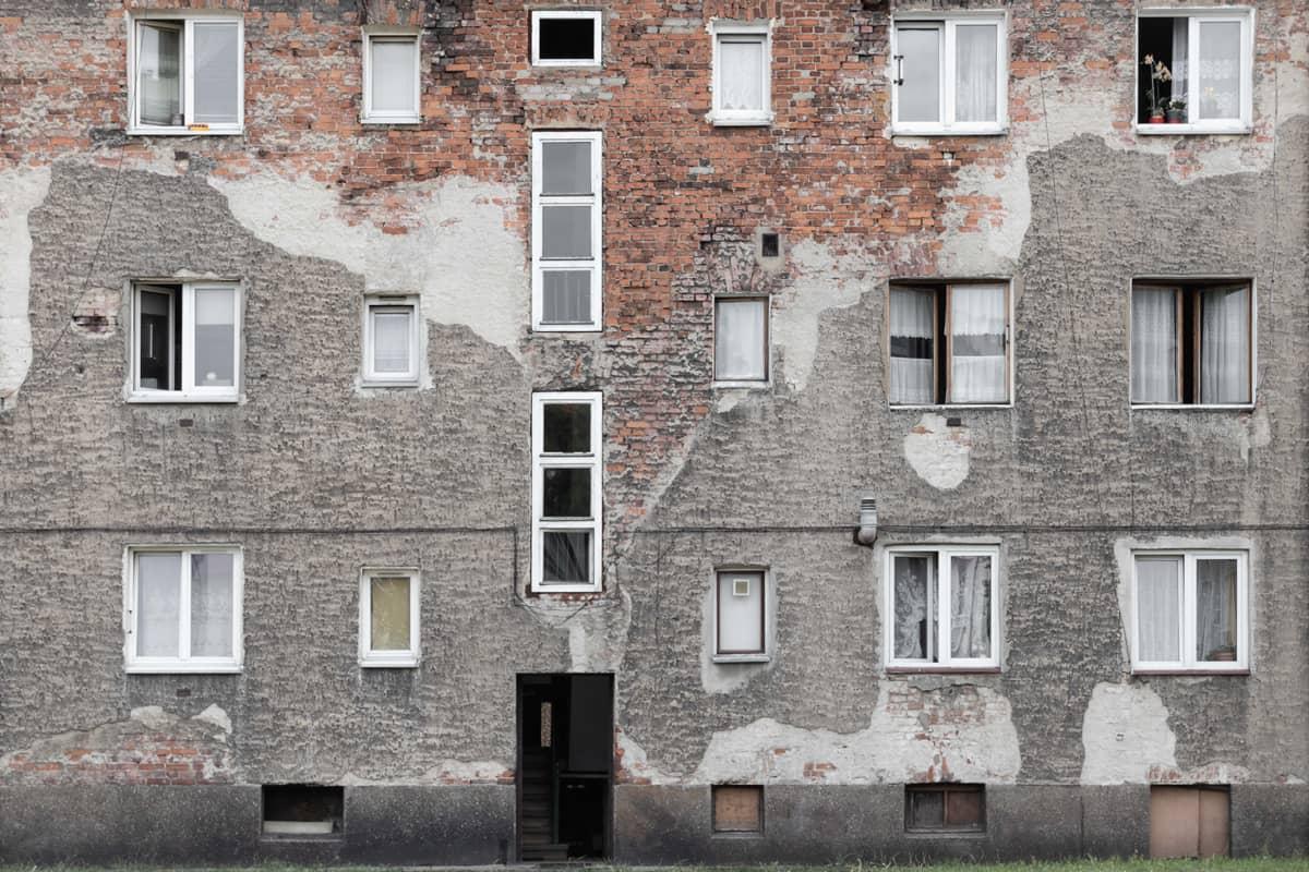 Stucco facade cladding material